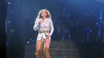 Beyoncé Sells 500,000 Albums in 48 Hours