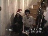 Depuis 25 ans, papa filme ses enfant qui descendent les escaliers le jour de Noël