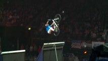 Superman Double Backflip en BMX : Première fois au monde !! Nitro Circus Tour 2013