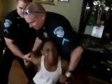 Un père fait arrêter son fils par la police car il est trop turbulent