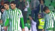 Jugadores del Betis llorando tras perder con el Almería