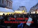 Le père Noël descend en rappel de la mairie de Montceau-les-Mines (Saône-et-Loire)