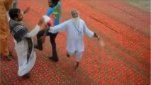 A Baba Jee DANCING in Imran Khan's Jalsa with abrar-ul-haq pti song
