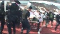 Banngkok Thailande 26:12:2013 ความรุนแรงยิงตำรวจ Violences, un policier abattu.