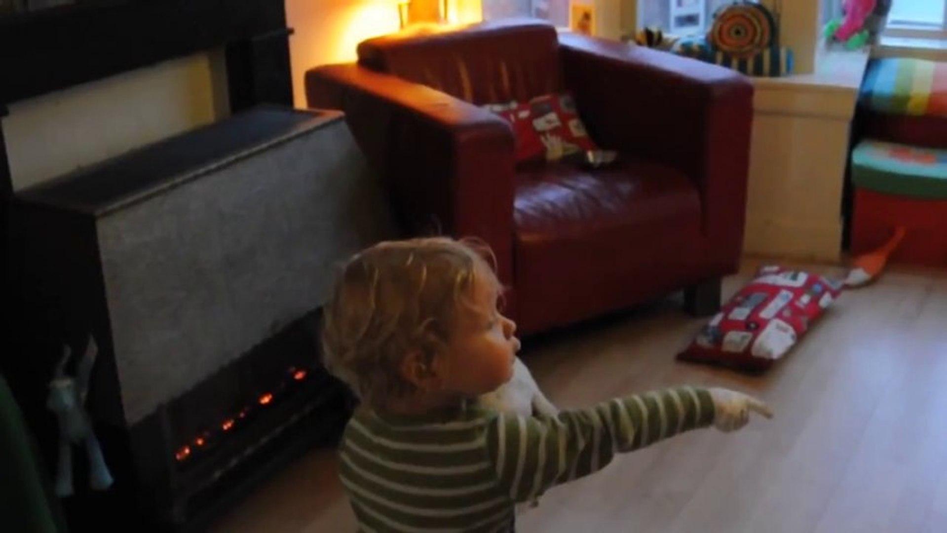 Criança Pinta Casa