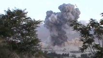 Les Talibans attaquent une base militaire US avec un camion chargé de bombes. Enorme explosion.