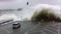 La Trinité-sur-Mer. Une voiture emportée par une vague