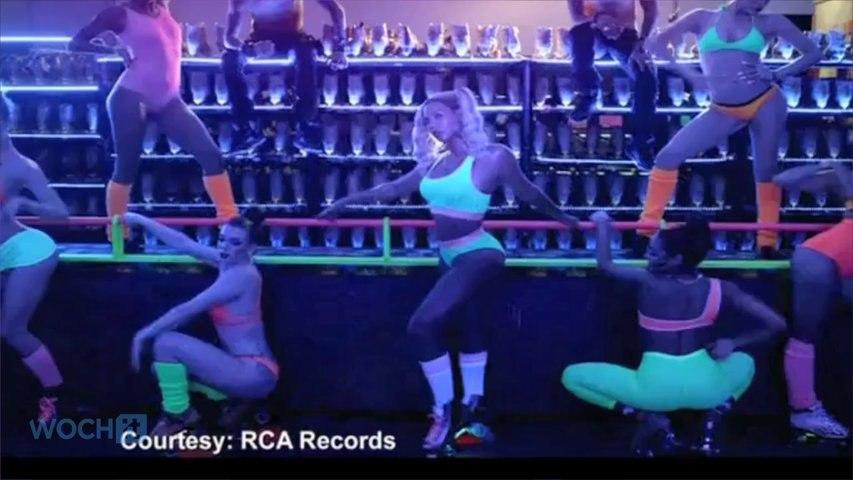 Beyonce Tops U.S. Billboard Album Chart For Third Straight Week