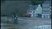 """Crues dans le Finistère : """"L'eau monte très vite, on a peur"""", dit Noël, de Quimperlé"""