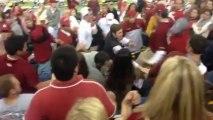 Baston de supporters de Football américain : un mère contre un étudiant! Alabama contre Oklahoma