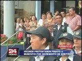 Decenas de vecinos de Surquillo protestaron por incremento de arbitrios