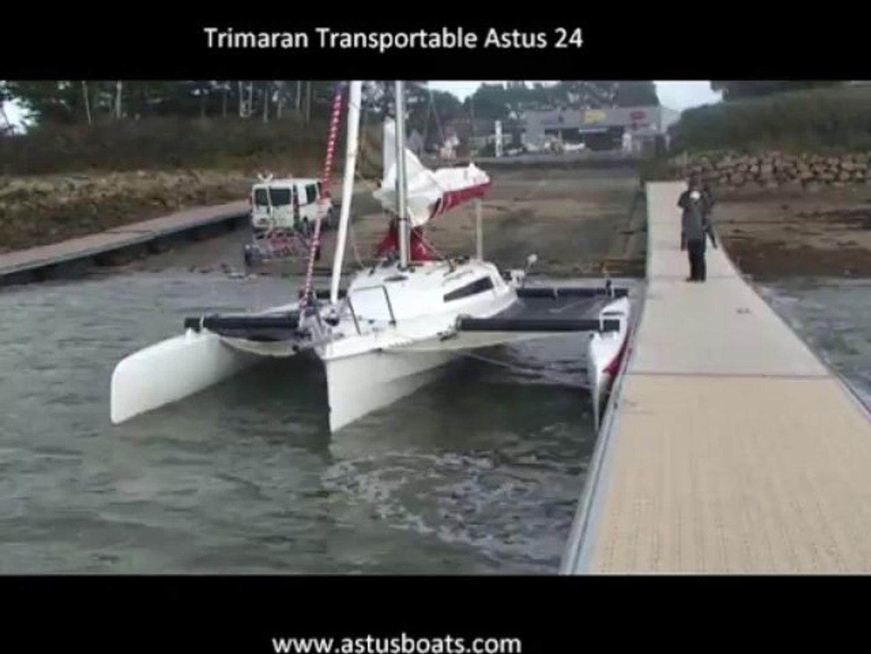 Repliage Trimaran ASTUS 24 sur l'eau