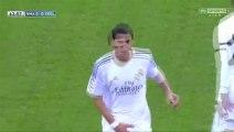 Di Maria du Real Madrid se touche les parties lors de son remplacement