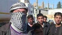 Des Syriens épuisés se réfugient en Turquie