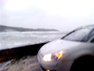 Tempête en Bretagne : Mer agitée sur une plage du Finistère en Bretagne