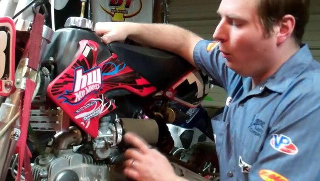 Idle mixture adjustment (carburetor air or fuel screw)