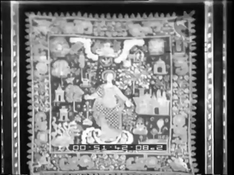 Mostra di pizzi  ventagli e miniature nel ridotto del teatro Carlo Felice