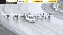 Accident sur la piste Freehold Raceway impliquant des chevaux et une voiture autostart