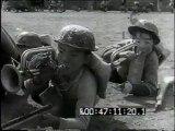 Ragazzi giapponesi che giocano alla guerra