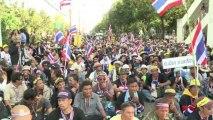 Thai Red Shirts slam opposition shutdown