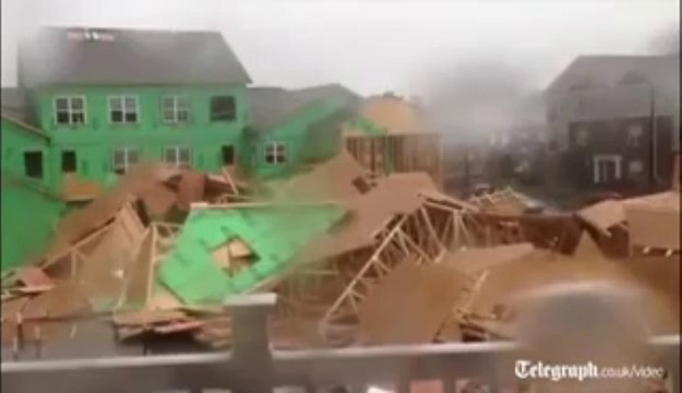 Video Record breaking winds tear down US house