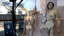 Dans une vitrine new-yorkaise, des mannequins avec poils pubiens
