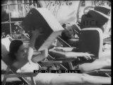Mentre in Europa c'è un freddo polare in California delle giovani donne presentano i nuovi costumi da spiaggia anticipando la moda balneare dell'estate 1939.