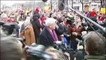 Des milliers de manifestants contre l'IVG à Paris, entre 200 et 300 pour le droit à l'avortement