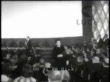 """Milano: pubblico delle grandi occasioni per la prima del kolossal """"Cleopatra"""" di cui è interprete la celebre Liz Taylor. Prima della proiezione  sfilata di indossatrici che presentano la collezione di pellicce Rivella."""