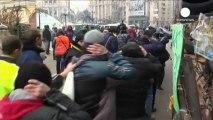 Kiev: se la situazione in strada sembra calma, monta tensione diplomatica