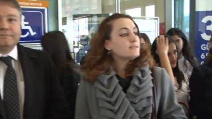 """Öğrencilerden feribot yolcularına """"Mesnevi"""" armağanı -"""