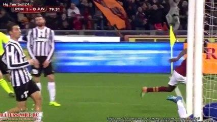 Gervinho marque d'un geste à la Zlatan