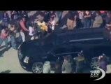 La notte brava di Bieber, il saluto ai fan dopo l'arresto lampo. Arrestato per guida spericolata. Rilasciato su cauzione