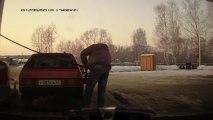 Un russe fait le plein d'essence