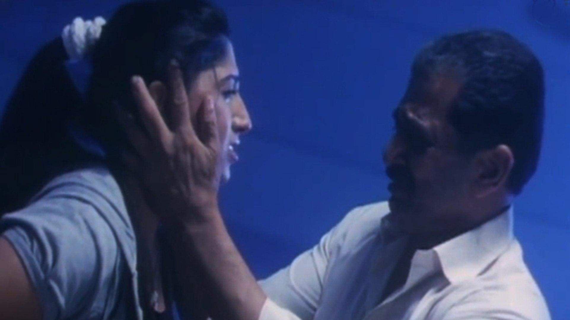 Ayesha With Her Daddy | Lady Bruce Lee | Malayalam Movie Scene