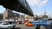 قوات الامن تلاحق الطلاب اعلي كوبري المشاه بشارع النصر