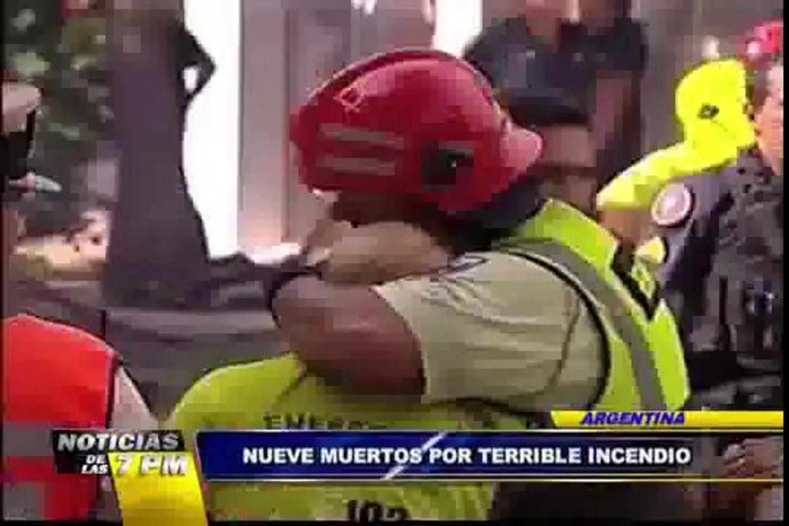 Noticias de las 7: mueren nueve rescatistas en voraz incendio en Argentina (2/2)