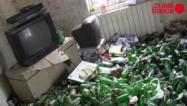 Un appartement rempli de canettes de bières