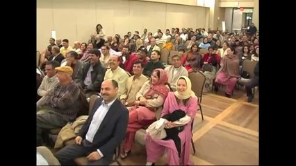 Dr. Popular Meeruthi (Hind-O-Pak Dosti Mushaira Houston 2006)