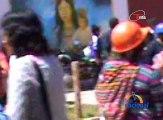 En la provincia ayacuchana de Huanta, con palos piedras y bombas intimidan a profesores a unirse al paro de la CGTP.