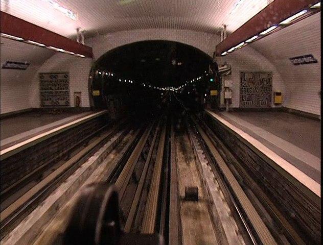 Les Souterrains du quotidien 1996 Réalisation Henri Ferlicot et Édouard Cuel, Sujet : chronique du métro parisien par ses utilisateurs et son personnel