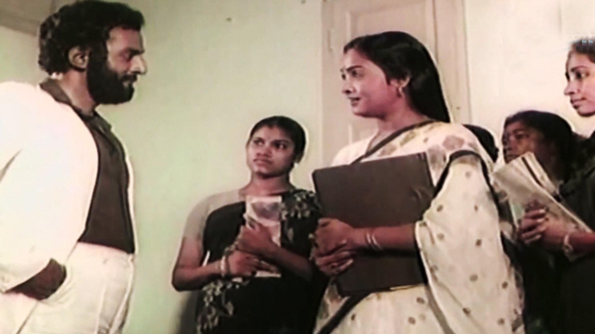 Bad Guy is Forcing a HOT Lady | Ellavarkum Nanmakal | Malayalam Film