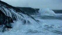 """""""Human"""", le prochain film de Yann Arthus-Bertrand, filme les tempêtes au large du Finistère"""