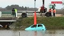 Baden (56). Une voiture tombe à l'eau