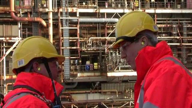 UK PM visits North Sea rig as Scotland poll debate heats up