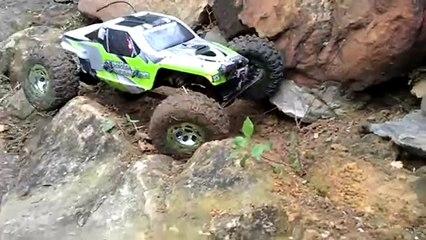 AX10 RTC cliff crawling