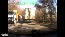 Les pires accidents de camion et voiture... grosse compilation de crash!