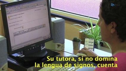 Alumna con sordera profunda estudiando con el Sistema ECCA
