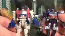 TRANSFORMERS 3 DOTM BATTLE IN THE MOONLIGHT CYBERVERSE OPTIMUS PRIME RATCHET CRANKCASE TOY REVIEW_(240p)