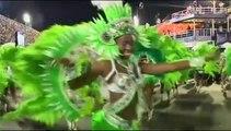 A Rio de Janeiro, douze écoles de samba s'affrontent lors du carnaval